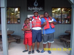 Leonard Sr. pictured with sons Justin (L) and Jalen (R).